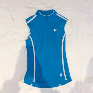 Ladies athletic sleeveless top with water pouches